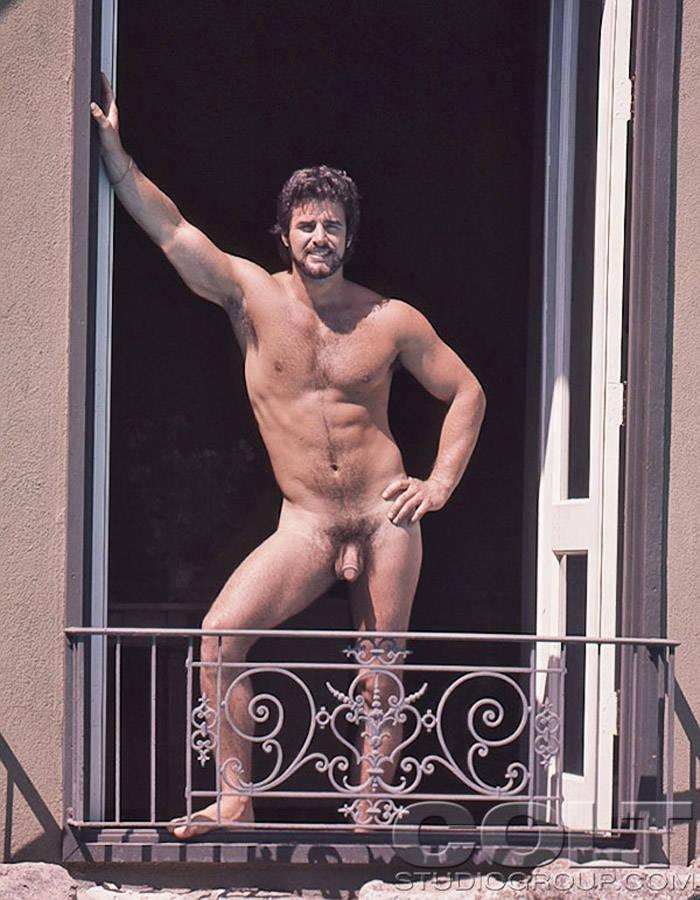 Good looking gay men naked